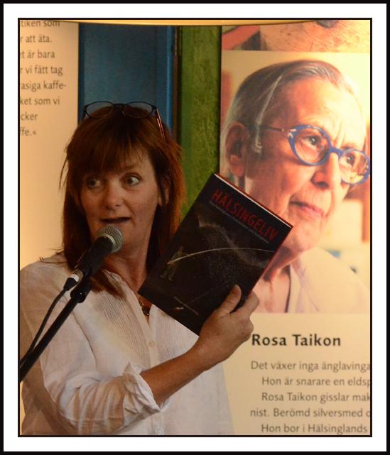 Chefredaktören för hälsingetidnignarna och akademiledamoten Gunilla Kindstrand var programledare på bokfesten. Foto: Bonny Sjöblom